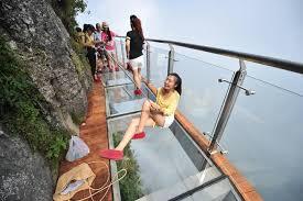 恐怖の絶景。「ガラスの歩道」が崖の上にオープン(画像集) | ハフポスト LIFE